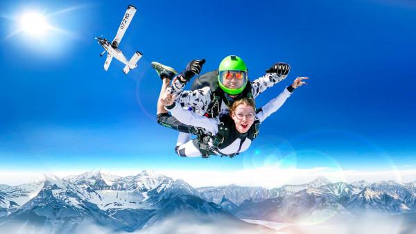Прыжки с парашютом СКАЙДАЙВИНГ в Сочи